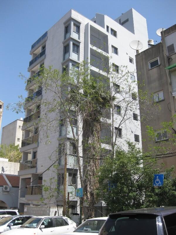 בניין ינוב רחוב הרצל כפר סבא